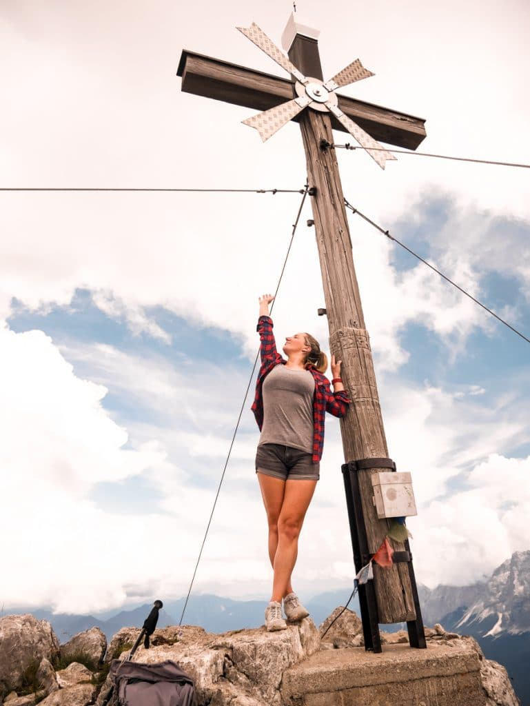 http://diesemary.de/wp-content/uploads/2019/08/Tirol-daniel-bergwanderung-österreich-diesemary-stuttgart-fitness-wanderlust-gipfel-fitnessblogger-32.jpg