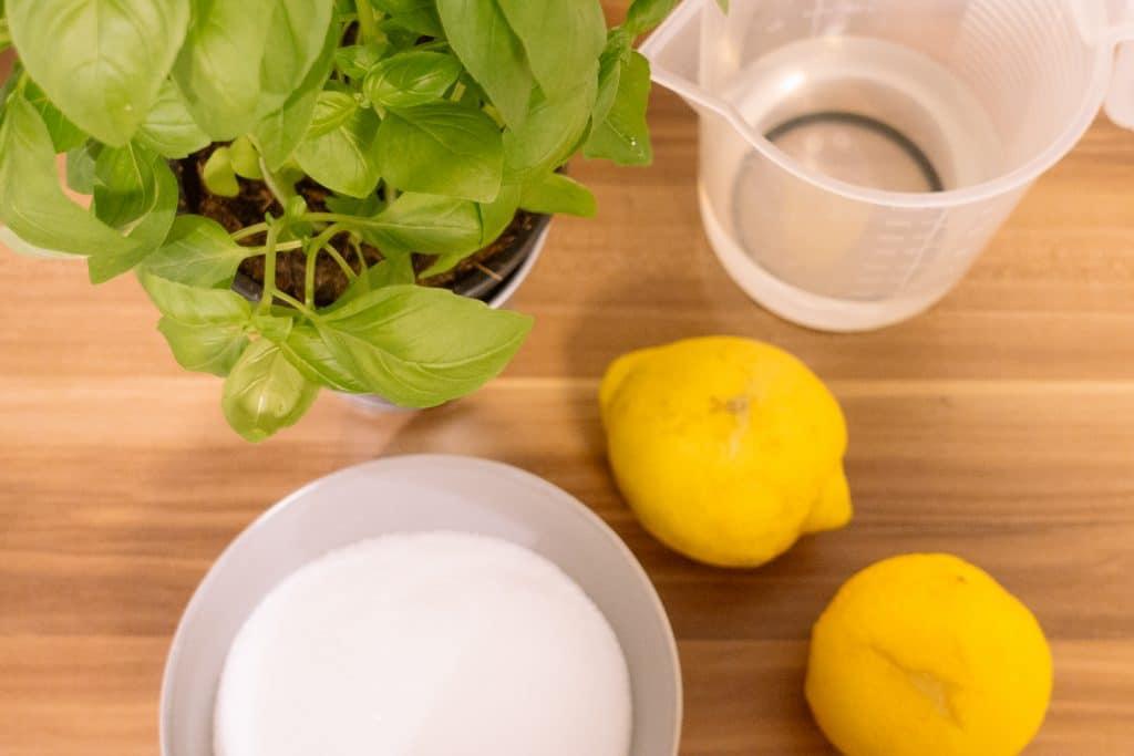 basilikum-sirup-selbstmachen-anleitung-rezept-diy-gesundheit-kräuter-fitness-fitnessblog-stuttgart-münchen