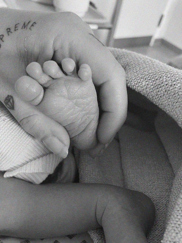 Geburtsbericht-kaiserschnitt-frauenklinik-tübingen-geburt-diesemary-babyfuesse